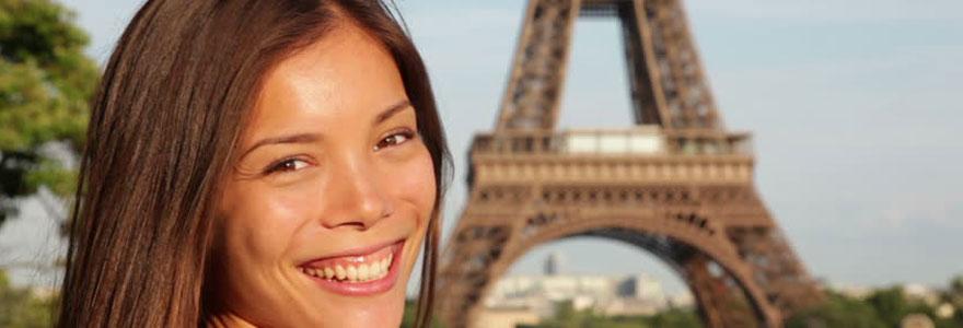 woman travelers to Paris